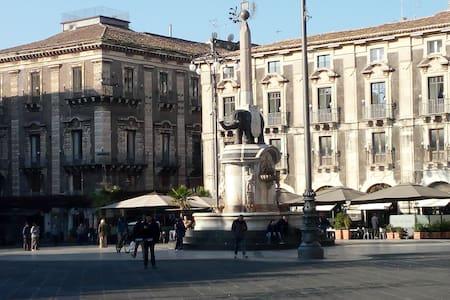 Apartment located in the historic center of Catani - Catania - Haus