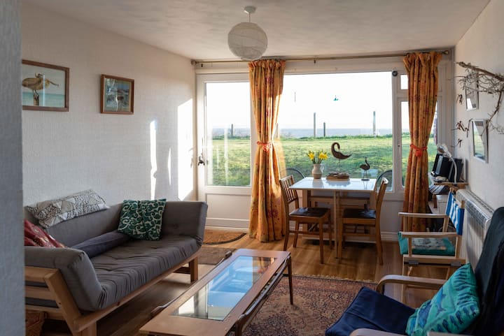Lovely Suffolk chalet great sea views