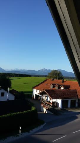 Zimmer mit Balkon - Bergblick - Laufen - บ้าน
