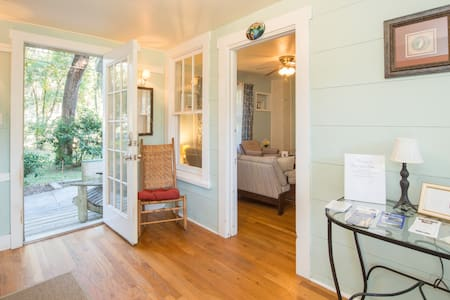 Sojourners' Cottage Rm #1