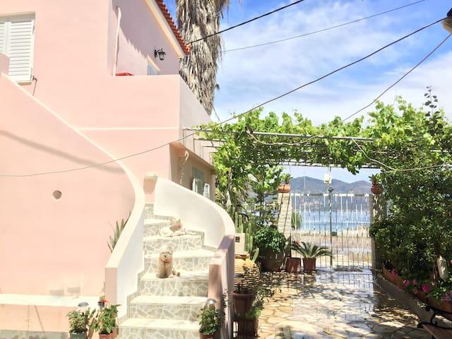Seaside studios- Kalloni - near Poros & Epidavros - Kalloni - Huis