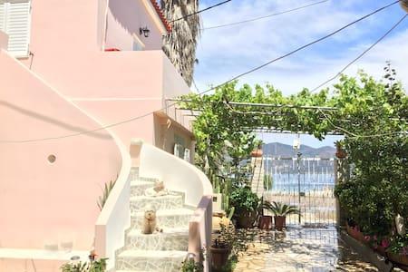 Seaside studios- Kalloni - near Poros & Epidavros - Kalloni - Rumah