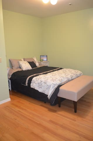 Large Bedroom Minutes from SFO - San Bruno - Departamento