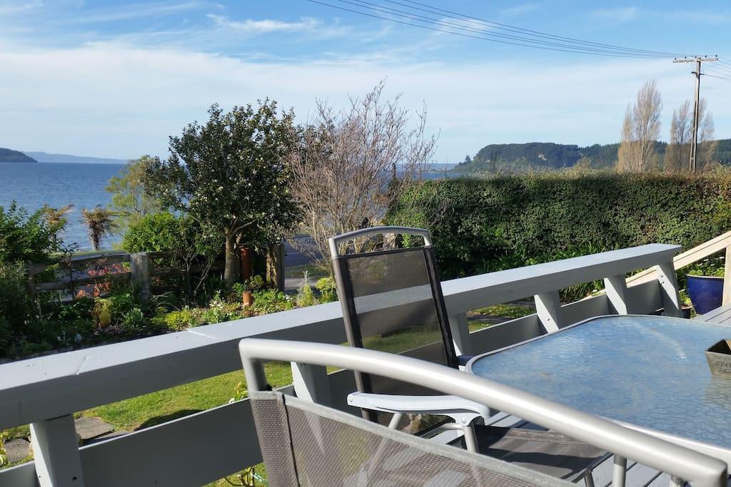 Roanoke Lodge Lake Taupo Deck area