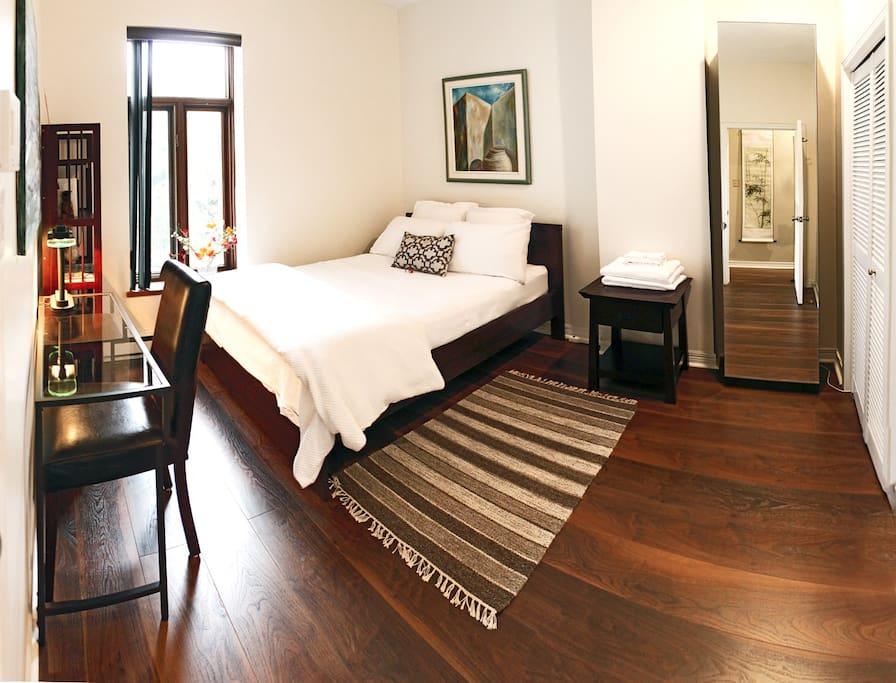chic chambre a c au milieu du centreville appartements louer montr al qu bec canada. Black Bedroom Furniture Sets. Home Design Ideas