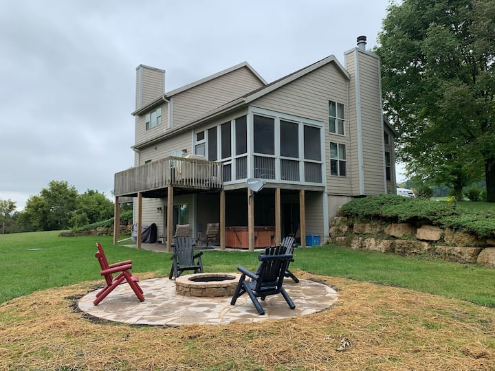 Hot tub/Game Room/Fire Pit/Across street from Pool