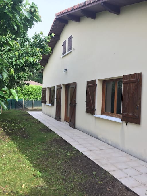 maison au rez de chaussée 2 chambres, salle à manger salon, cuisine, salle de bain, wc séparé de plain pied