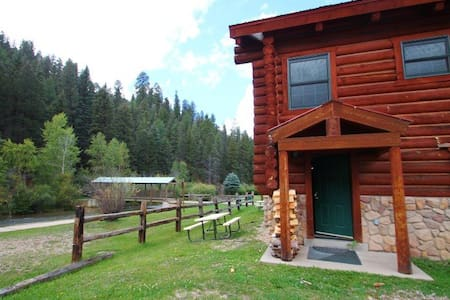 101 River Cabin - In Town, On the River, Ski In/ Ski Out, Full Kitchen, Fireplace-Wood - Red River - Huoneisto