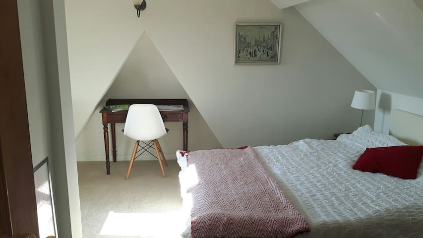 Attic King Size/Twin with Guest Bed and En Suite