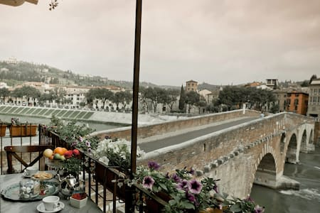 Suggestiva vista sul Fiume a Verona - Verona