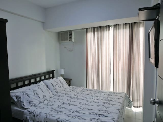 LAS PINAS 1 BR CONDO WITH CABLE TV AND HOT SHOWER