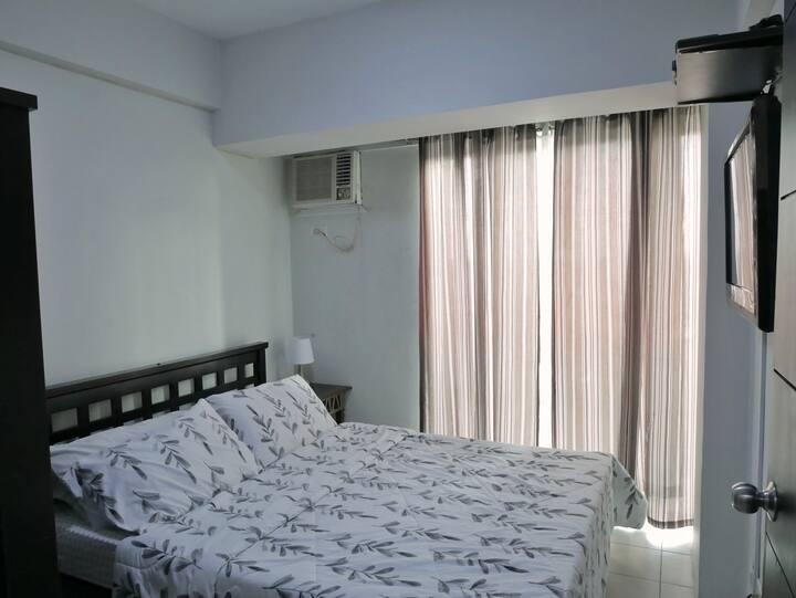 Las Piñas 1-br Condo with Cable TV and Hot Shower