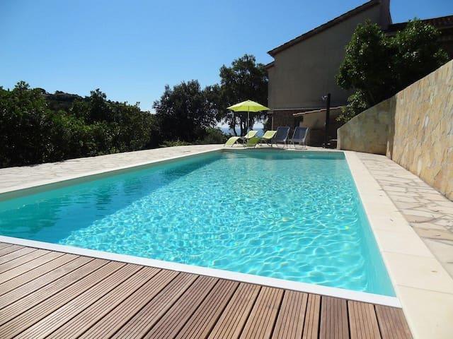 Grande villa avec piscine 2 chbres - Roquebrune-sur-Argens - Rumah