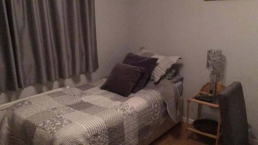 Comfortable room in Bicester. TV&wifi near train