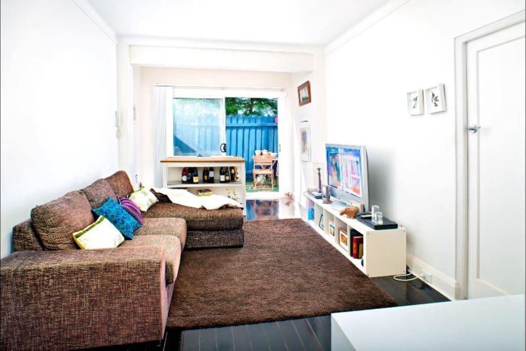 Large lounge room with flatscreen TV