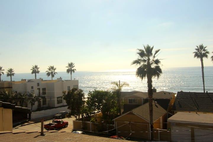 SURFRIDER - PENTHOUSE - OCEAN VIEWS La Jolla
