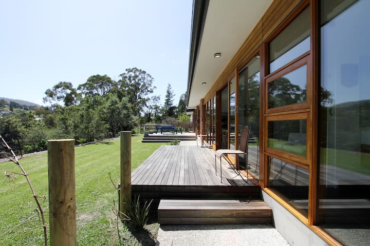 Huon Valley Luxury with River Views + free wi-fi - ラネラ - 一軒家