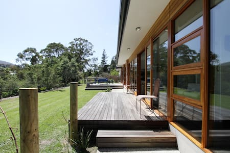 Huon Valley Luxury with River Views + free wi-fi - Ranelagh - บ้าน