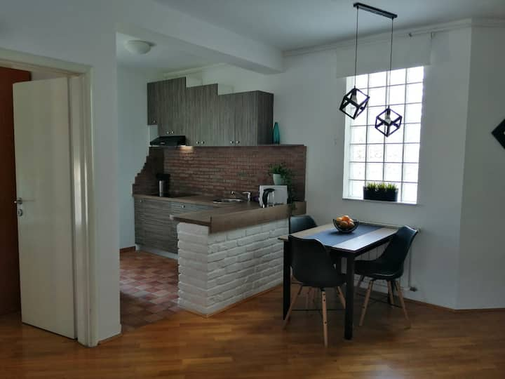 Corner apartment, new and modern, great location!