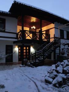 Hotel,  Bujtina Leon - Korçë - Aamiaismajoitus