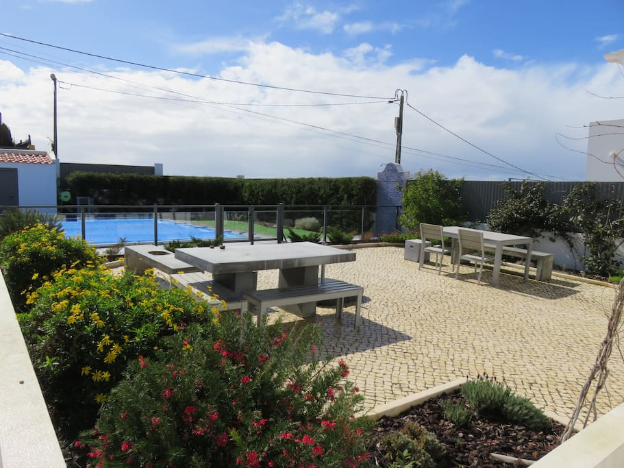 Terrase sud et piscine chauffée avec traitement au sel.