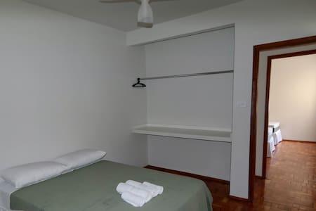 303 - Apartamento no centro de Capitólio