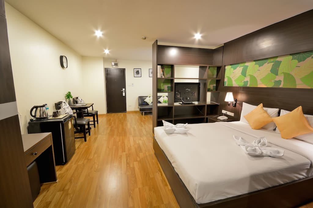 Queen bed studio-Fully furnished with daily change of beddings for short term stay