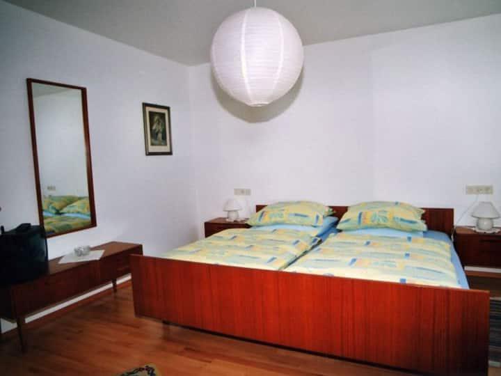 Haus Schindler, (Ottenhöfen), Nichtraucher-Ferienwohnung, 90qm, 1 Schlafzimmer, 1 Wohn-/Schlafzimmer, max. 4 Personen