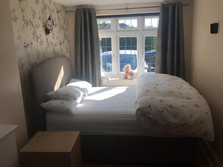Double room with en-suite, large TV