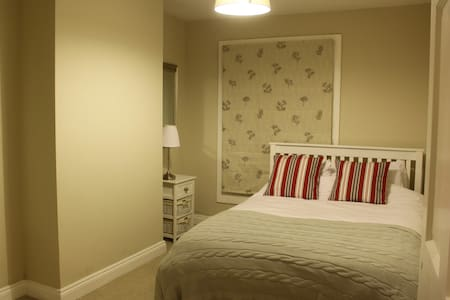Perfect for Bicester village - Two rooms, 4 guests - Bicester - House