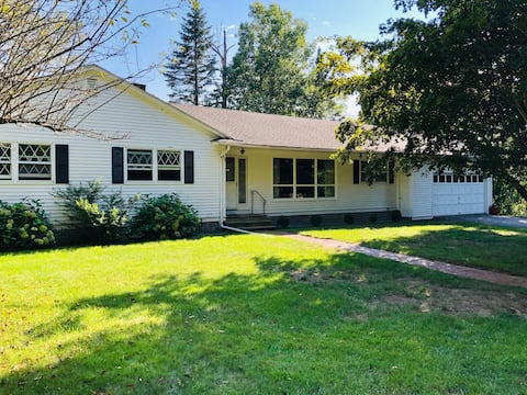 Lovely Ranch in the Center of Litchfield