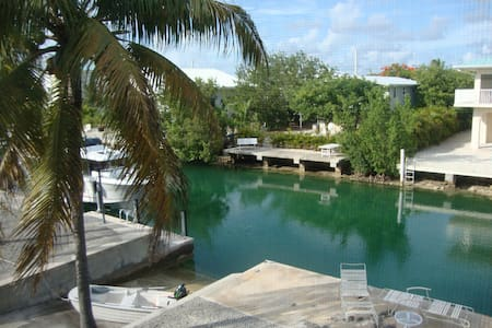 LOWER KEYS CANAL FRONT - Rumah