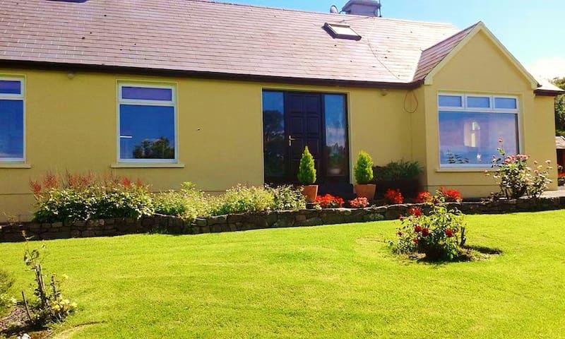 Scotia's Glen (Room 1) - Tralee