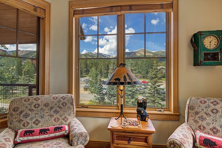 Downtown Breckenridge, Garage Parking, Access to Hot Tubs, Close to Ski Lifts! - Park Avenue Lofts 205