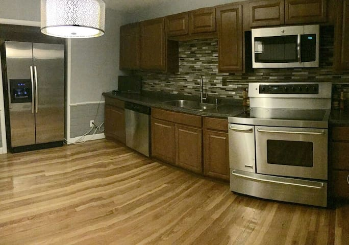 NEW PRIVATE APT 1 TO 5 BED PC AREA - Providence