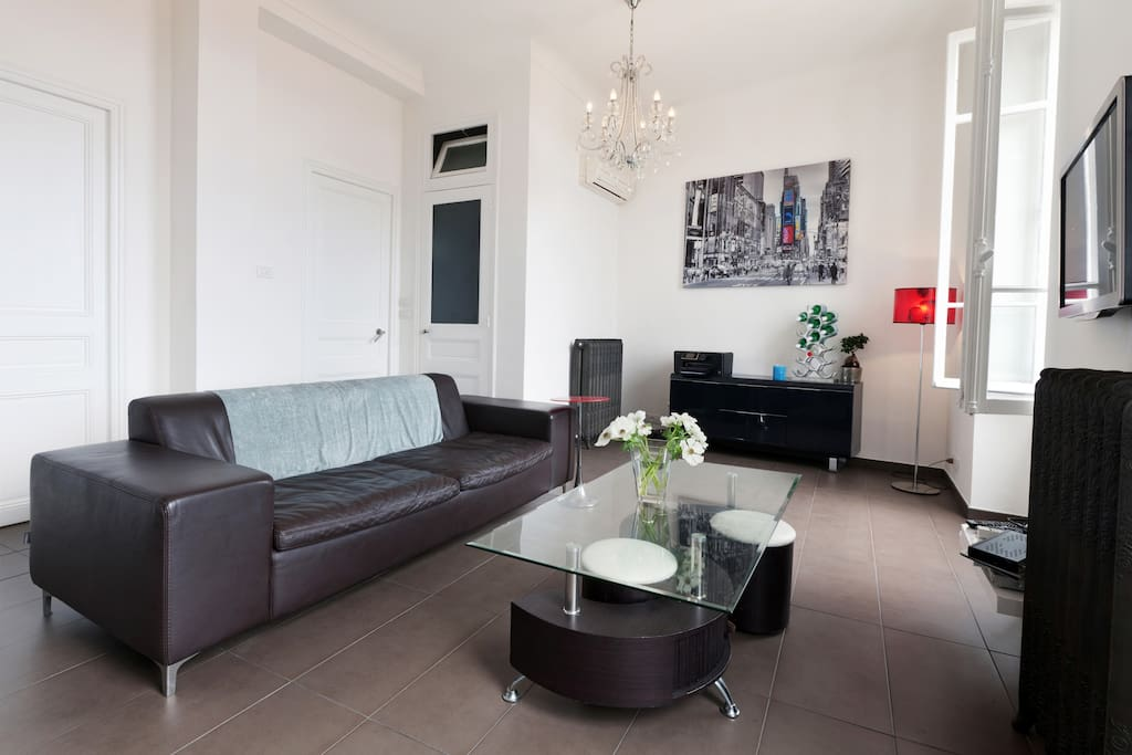 """""""Lovely apartment - very spacious, a great location and excellent value for money! Simone was a fabulous host and most importantly was extremely responsive to any questions we had. The apartment was furnished to a high standard, extremely clean and well equipped with all the essentials you might need. I would definitely return and happily recommend to anyone who wants to explore Monte Carlo."""" SUZANNE"""