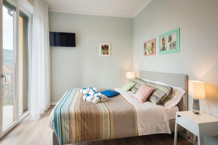 B&B La Cornice- Claudia Room with private bathroom