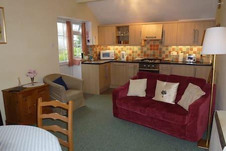 Nooze Cottage - Barton St David, Somerton