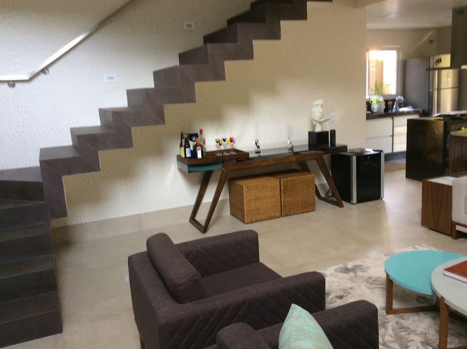 Sala de estar e acesso ao piso superior
