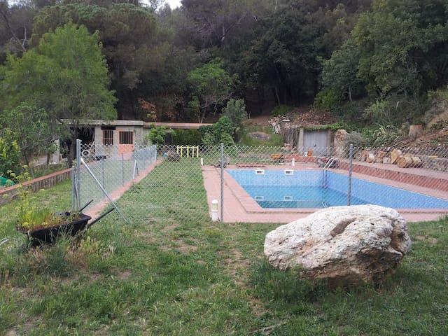 Retoques... hemos vallado la piscina!