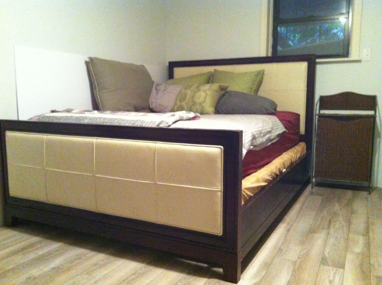 Very comfy queen bed.