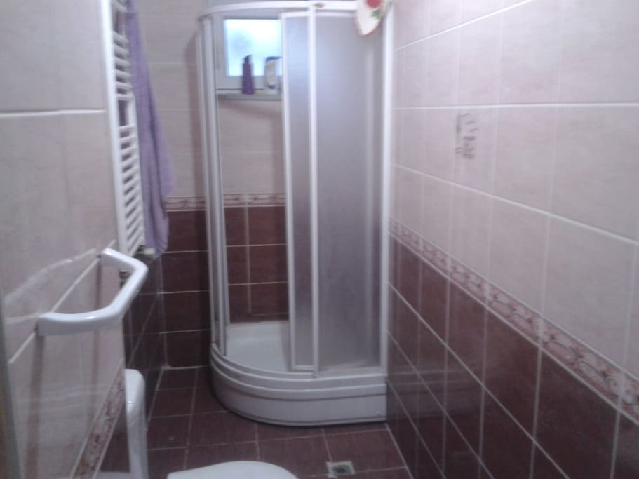 Bathroom, 24 hours hot water to take shower