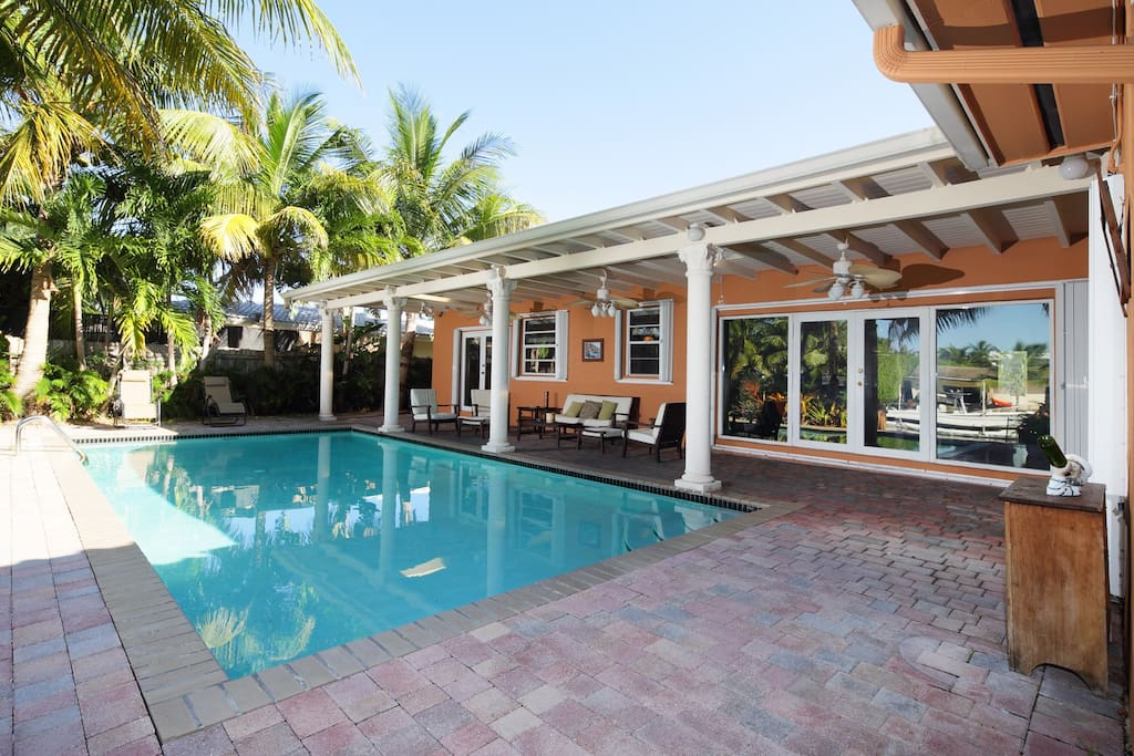 Gorgeous 4br 3bath house on water houses for rent in for Big houses in miami