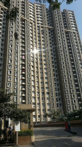 Spacious 2BHK in Rustomjee Thane