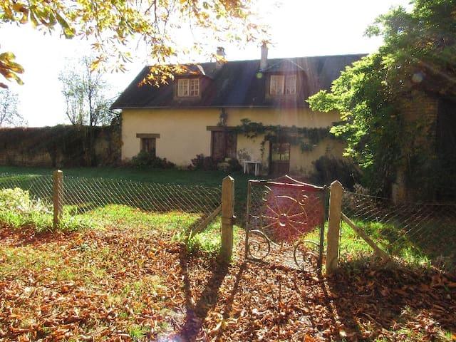 La Ferme du Chateau de la Chapelle - La Neuve-Lyre - Casa de campo