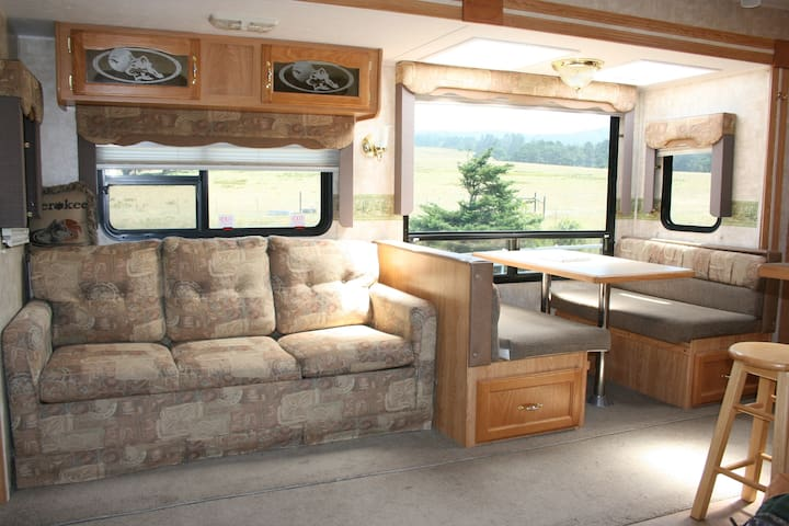 Cherokee Camper - Ranch Living By The Ocean - Point Arena - Wohnwagen/Wohnmobil