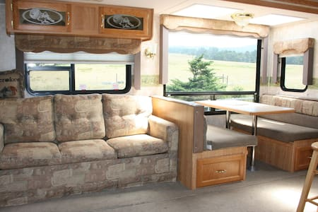 Cherokee Camper - Ranch Living By The Ocean - Point Arena