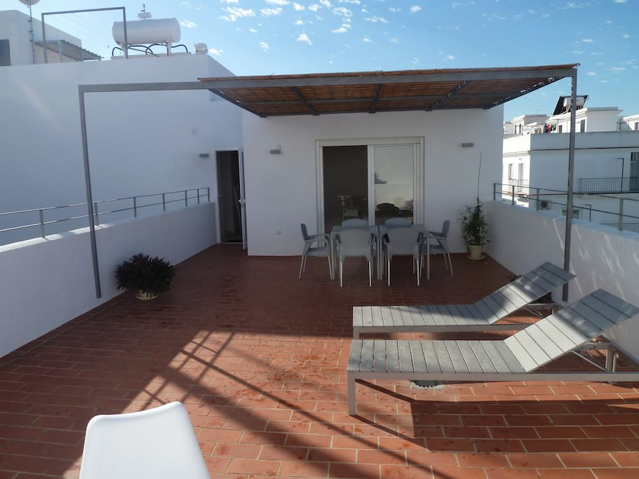 50 m² große Terrasse mit 16 m² großer Überdachung