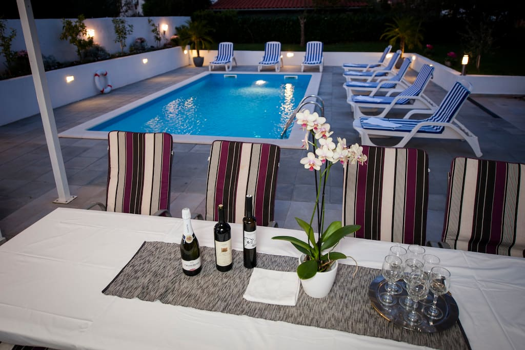 pool - sun loungers and garden furniture