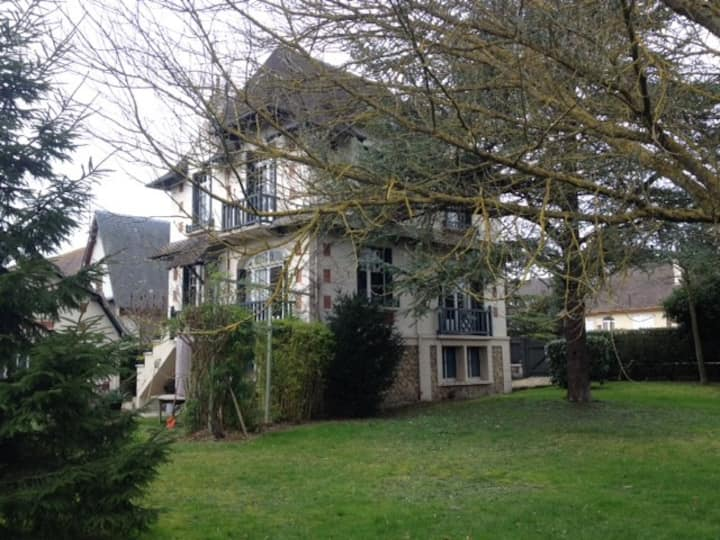 Deauville centre ville grande villa anglo-normande